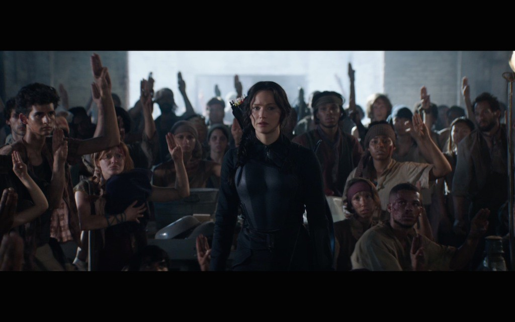the-hunger-games-mockingjay-movie-screenshot-salute